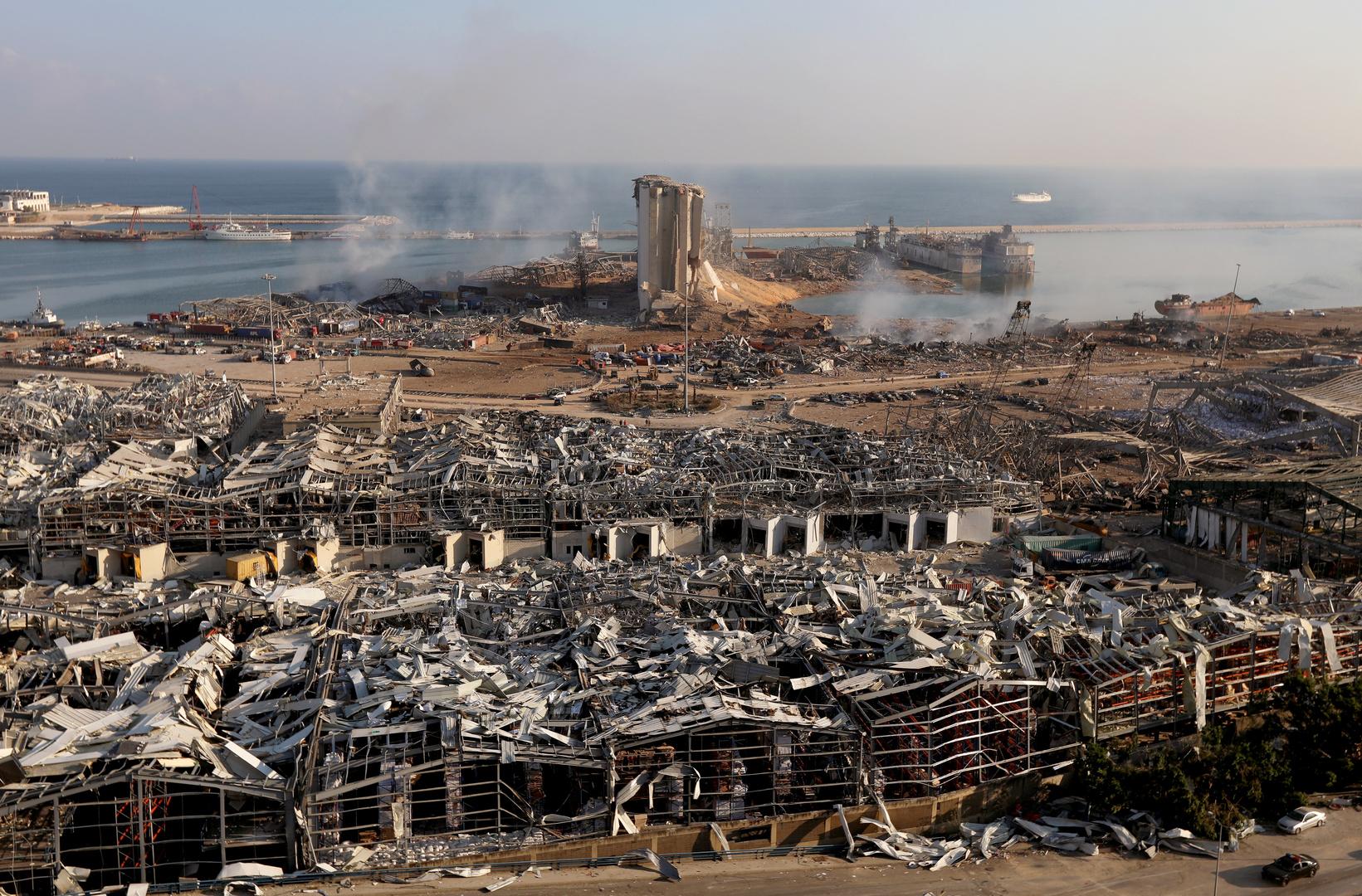 مراسلنا: النيران تتجدد بين الحين والآخر بمرفأ بيروت وعمليات البحث عن المفقودين لا تزال مستمرة