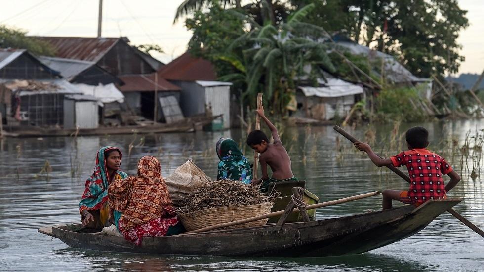 الفيضانات تغطي ثلث بنغلادش وتودي بحياة المئات وسط آسيا