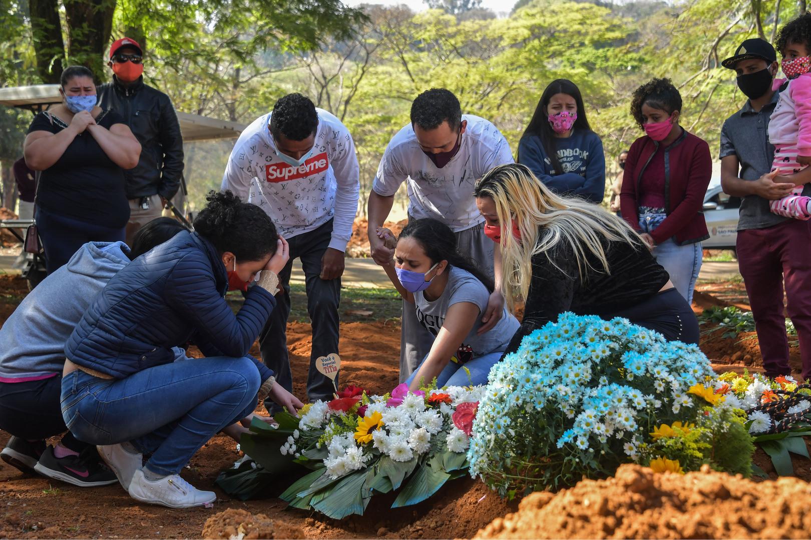 البرازيل.. حصيلة ضحايا كورونا تقترب من 100 ألف شخص