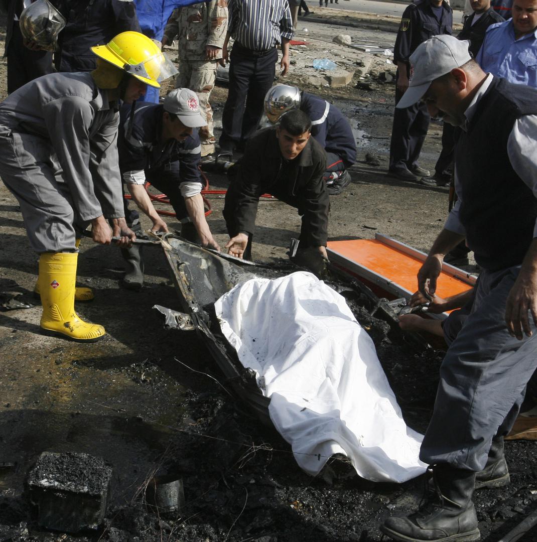 العراق.. وفاة عامل بعد سقوطه في فتحة تصريف مياه المجاري (صور)
