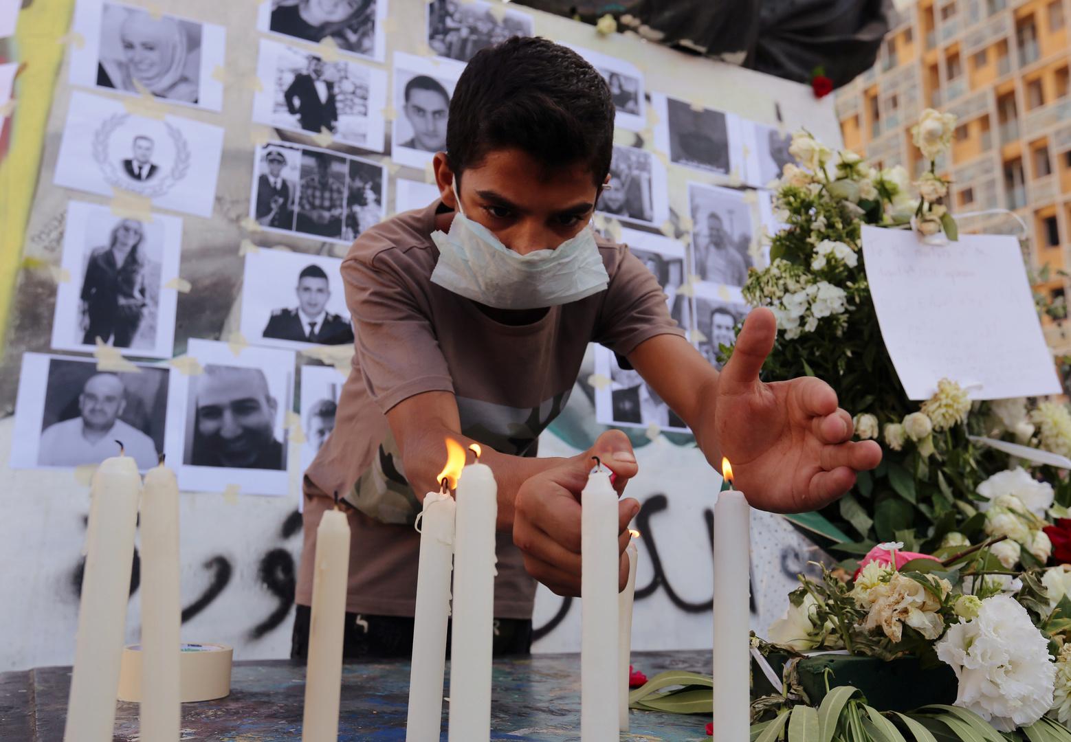 صورة مؤثرة لن ينساها اللبنانيون.. التقطت قبل لحظات من انفجار بيروت