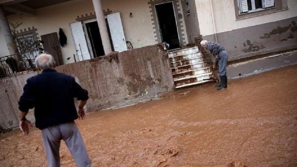 وفاة 5 أشخاص جراء عواصف رعدية وفيضانات بجزيرة إيفيا اليونانية (فيديو)