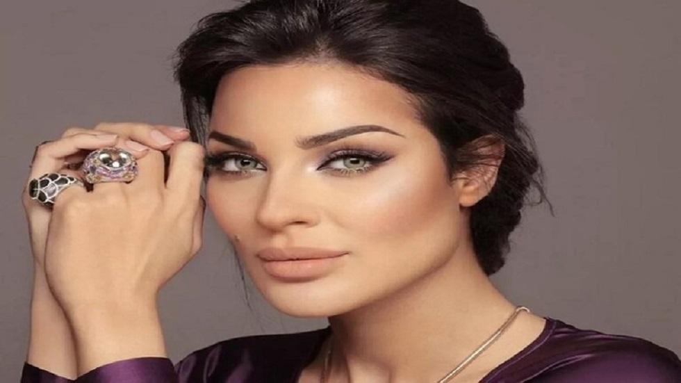 الفنانة نادين نجيم تقرر الهجرة من لبنان بعد إصابتها بانفجار بيروت