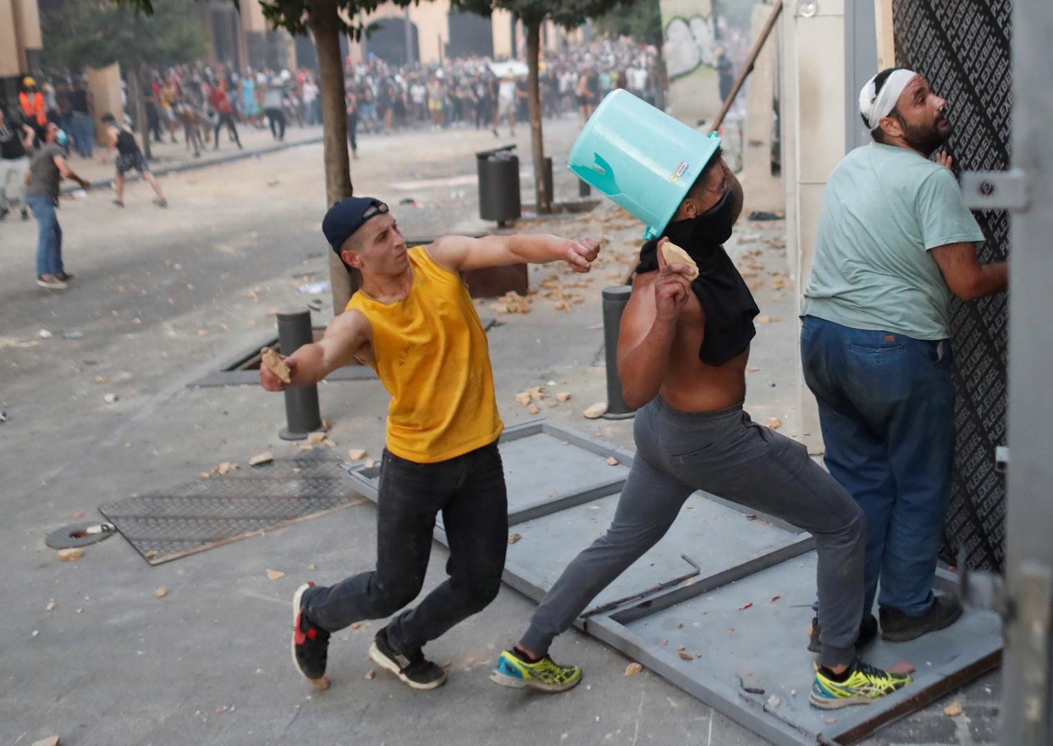 ثورة جديدة: بيروت الغاضبة تنصب المشانق