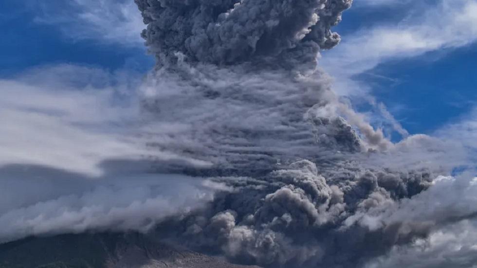 ثوران بركان في إندونيسيا