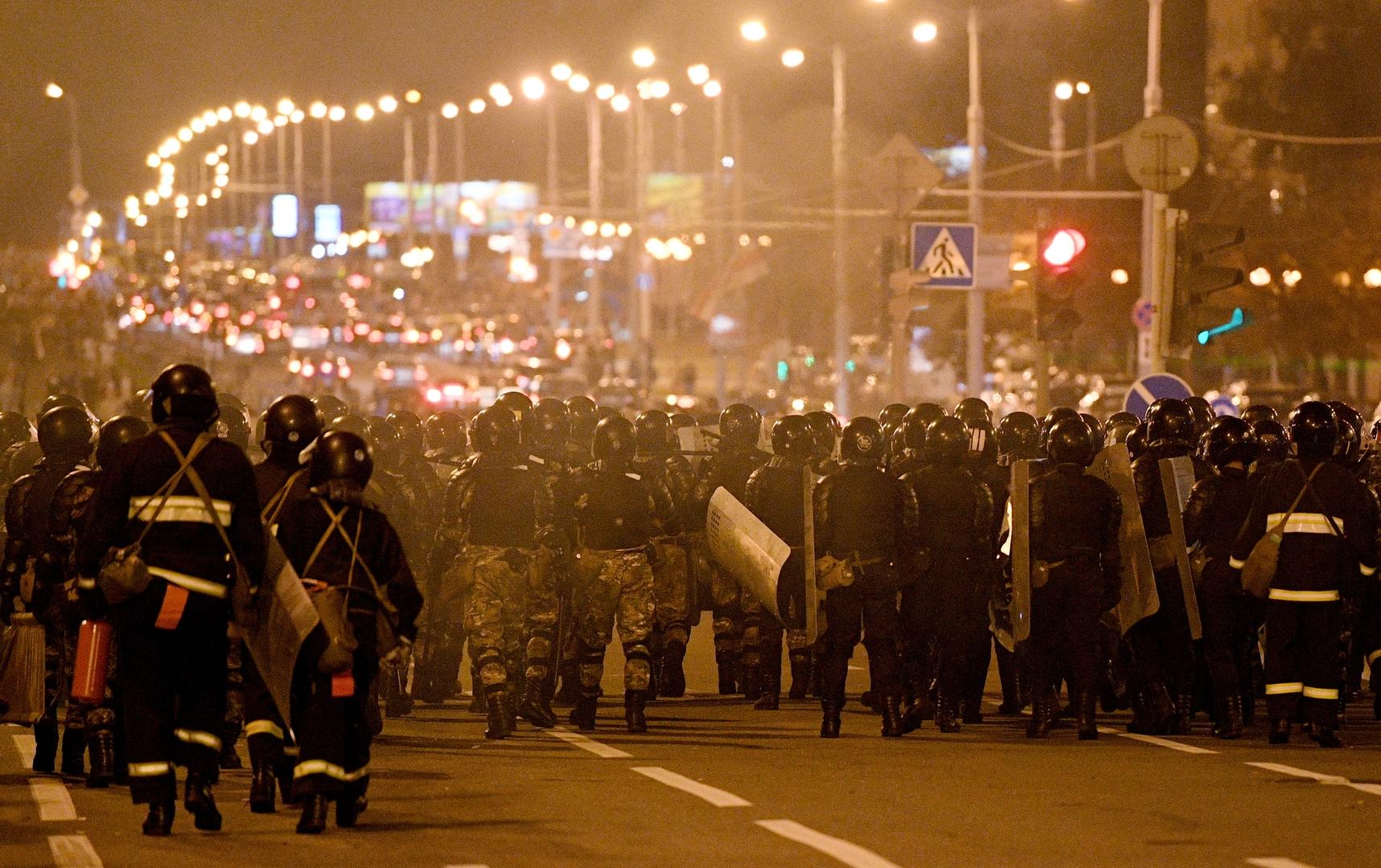 بيلاروس.. اشتباكات بين الشرطة ومحتجين في مينسك ومدن أخرى