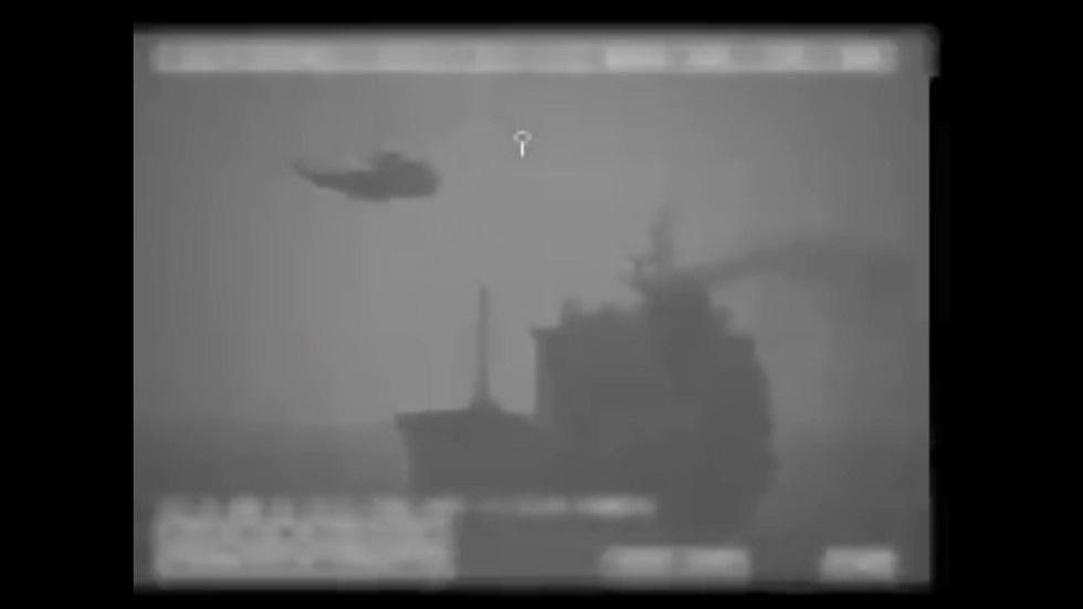 القيادة الأمريكية المركزية: قوات إيرانية مدعومة بسفينتين ومروحية استولت على سفينة في المياه الدولية