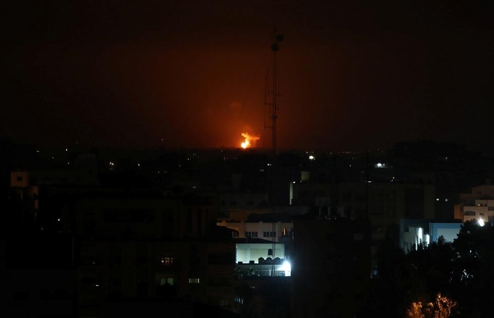 غارات إسرائيلية على قطاع غزة تستهدف مواقع لحركة حماس (فيديو)
