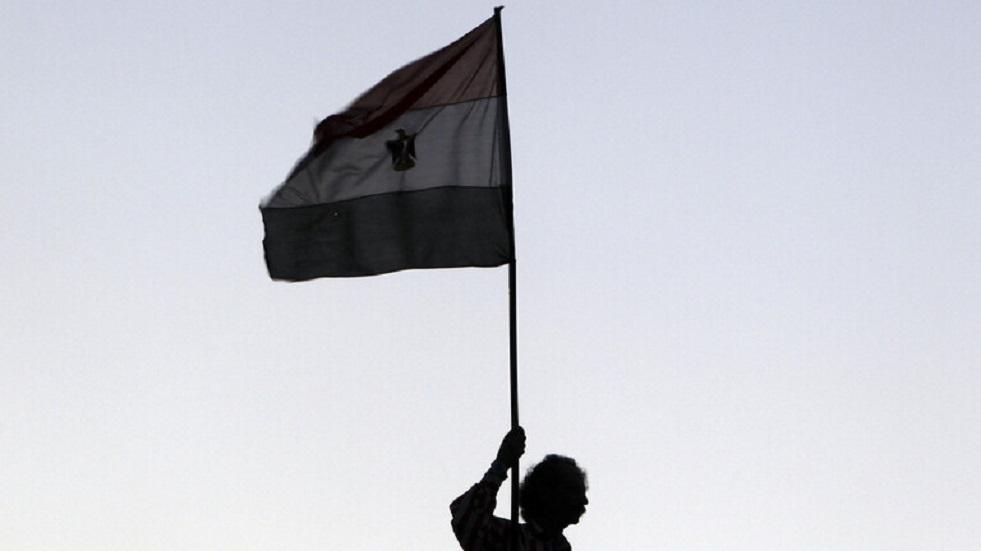 الحكومة المصرية تؤكد استمرار تطبيق خطة مواجهة كورونا وتعقيم المساجد