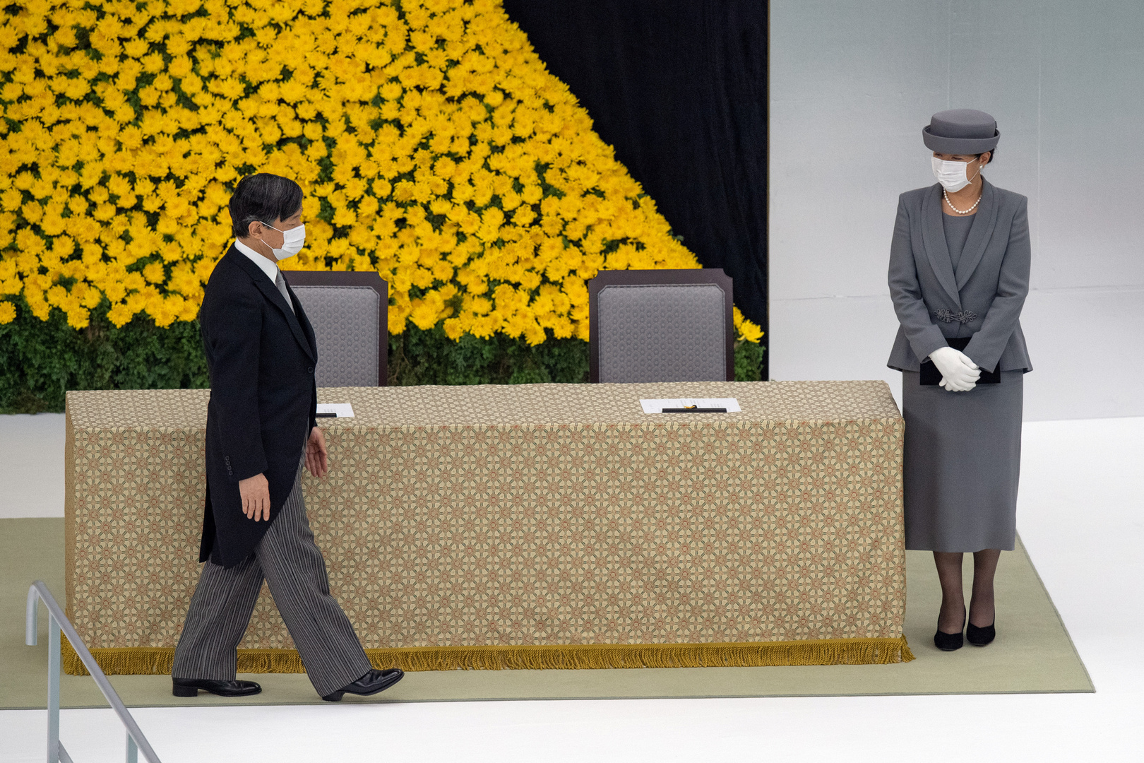 إمبراطور اليابانيعرب عن