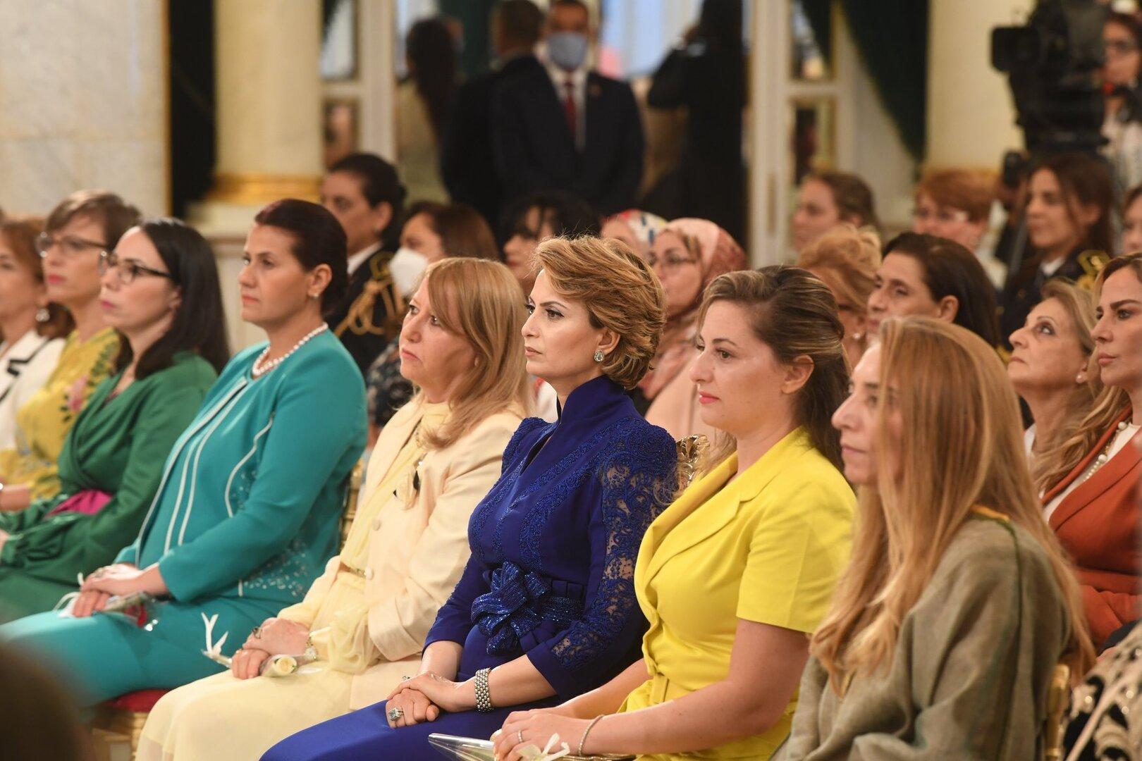 زوجة الرئيس التونسي تخطف الأضواء في أول ظهور رسمي لها (صور)