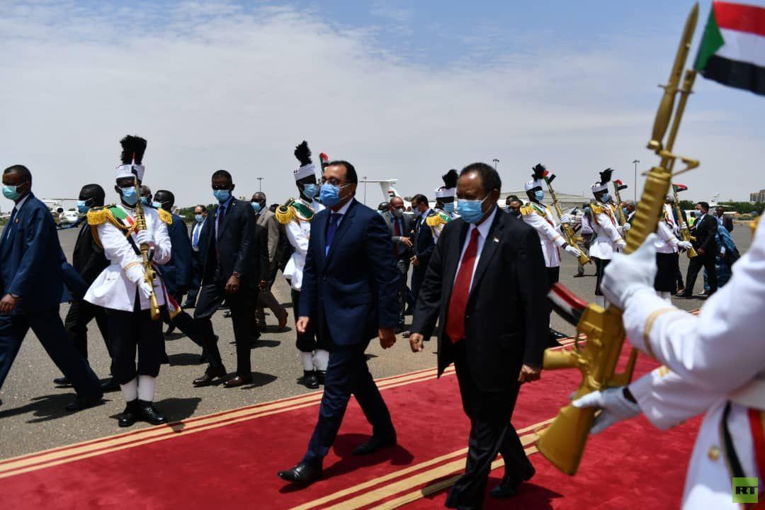 رئيس الوزراء المصري يصل الخرطوم في زيارة رسمية