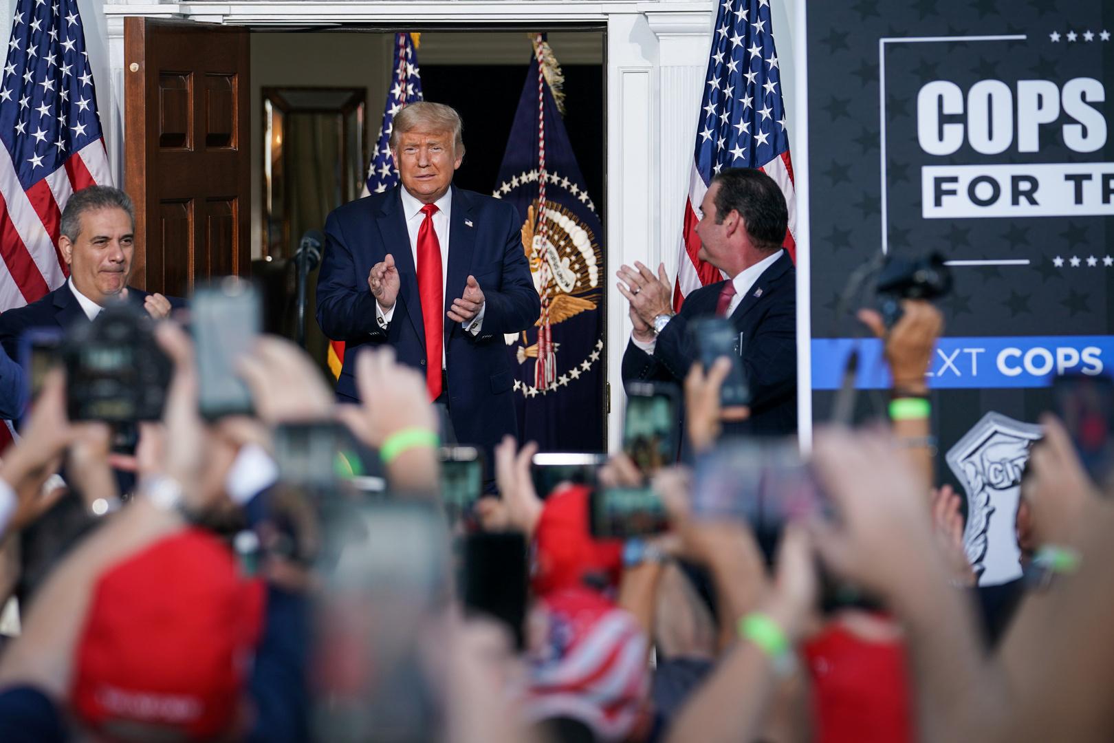 الرئيس الأمريكي دونالد ترامب في تجمع انتخابي بمشاركة شرطة نيويورك في مدينة بدمنستر