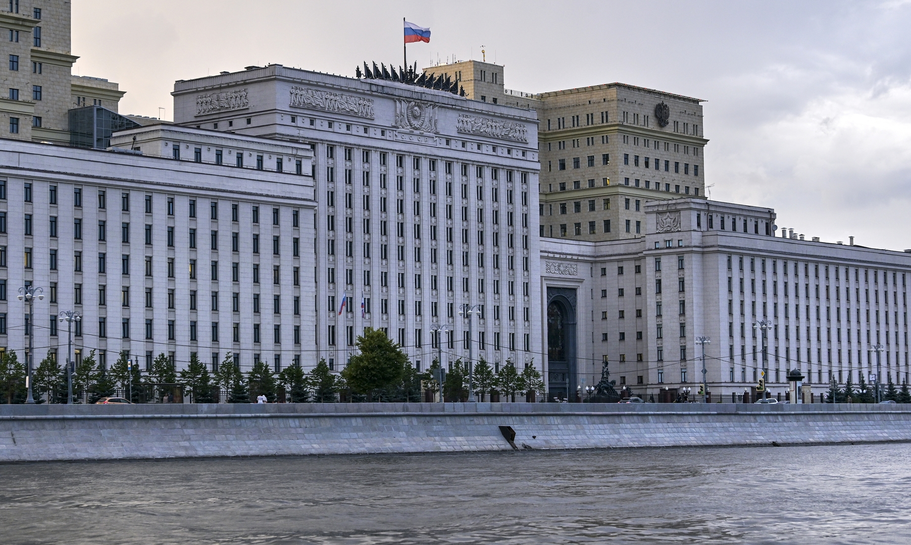 وزارة الدفاع الروسية تعلن مقتل ضابط وإصابة عسكريين اثنين عقب انفجار في سوريا
