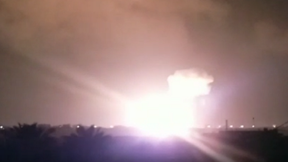 لحظة استهداف قطاع غزة بقصف إسرائيلي