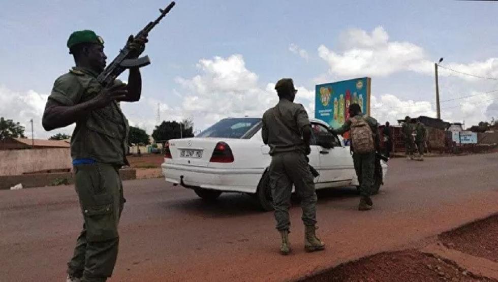 المتمردون في مالي يعلنون تشكيل لجنة إنقاذ وإغلاق الحدود وفرض حظر ليلي للتجوال