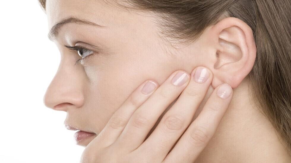تحذير من عارض في الأذن قد يعني ظهوره الإصابة بـ