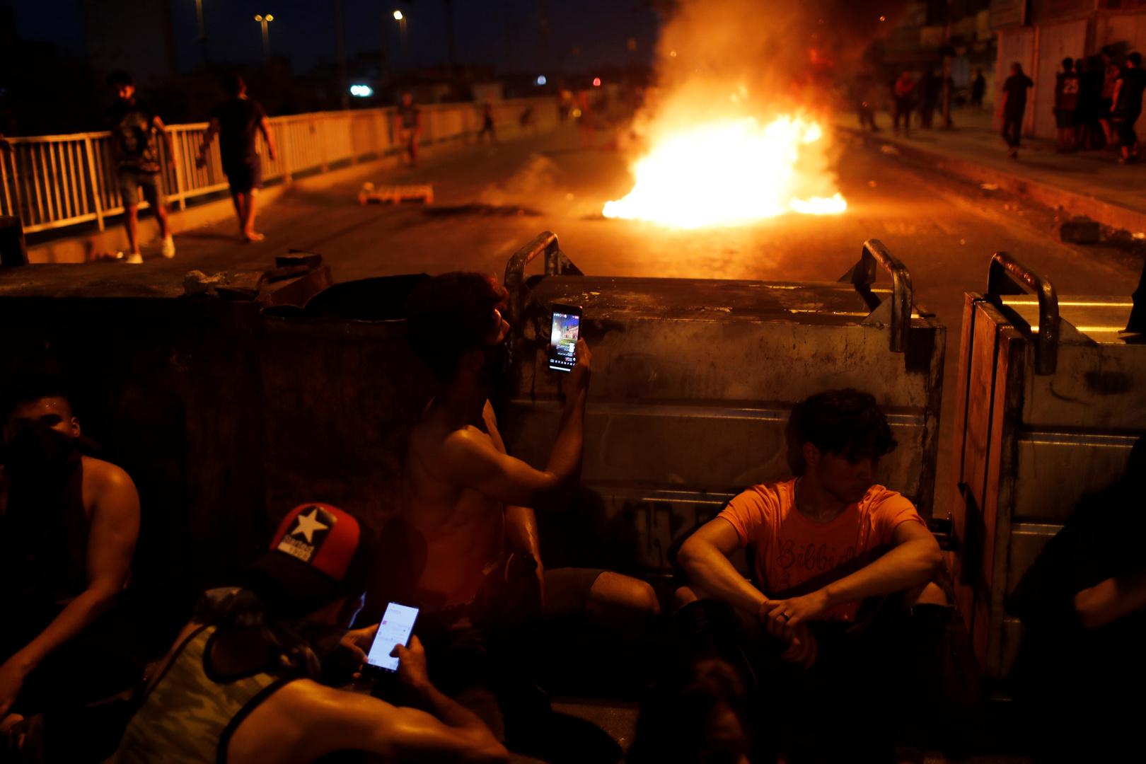 محتجون يحرقون مكتب مجلس النواب في البصرة