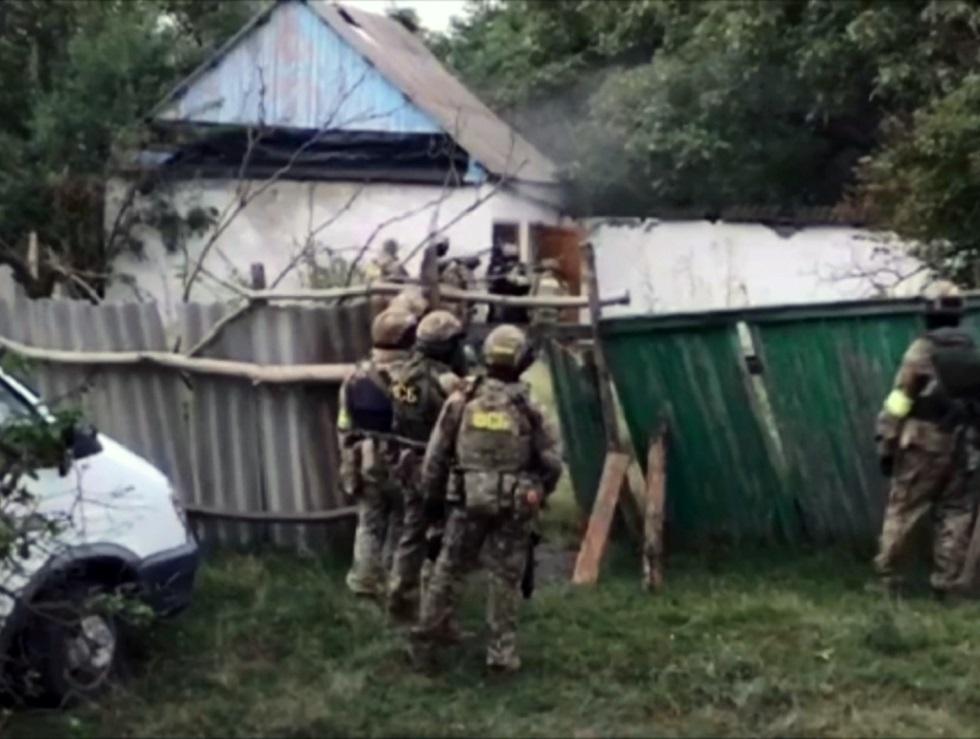 عناصر من قوات هيئة الأمن الفدرالية في موقع عملية أمنية بجمهورية إنغوشيا الروسية (أرشيف).