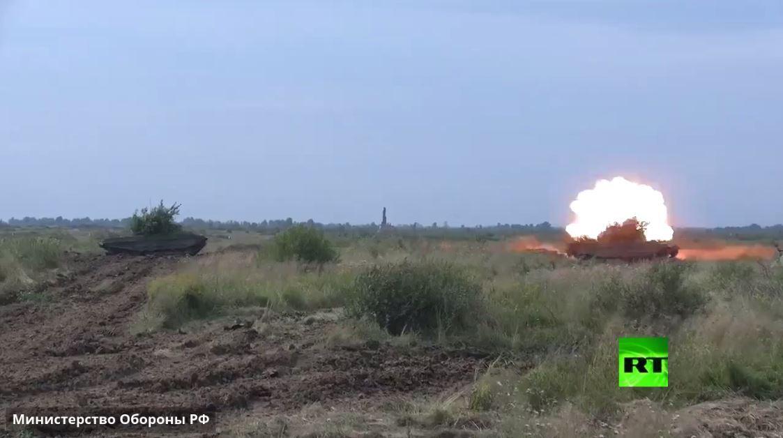 وزارة الدفاع تظهر مناورات دبابات تي-72 على الحدود الروسية مع أوروبا