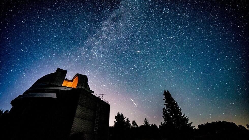 انبعاث إشارات راديوية من الفضاء السحيق إلى الأرض كل 157 يوما يحير العلماء