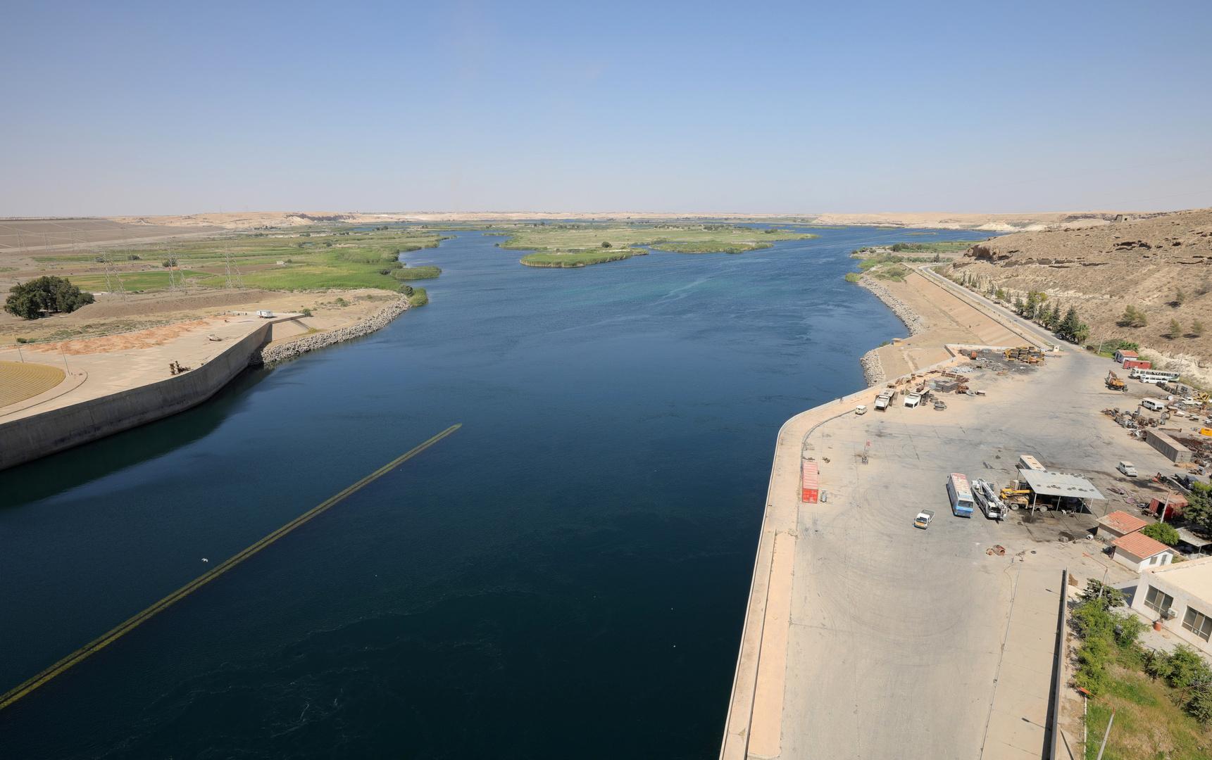 قوات روسية تنصب جسرا عائما فوق الفرات بدير الزور لنقل المعدات العسكرية