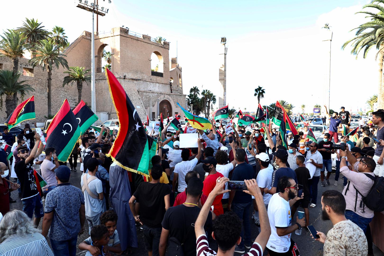 في ليبيا يطالبون بتغيير النظامين