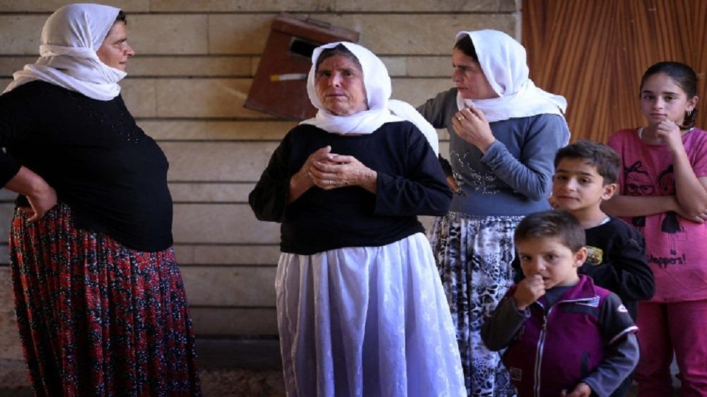 أطفال ونساء إيزيديات