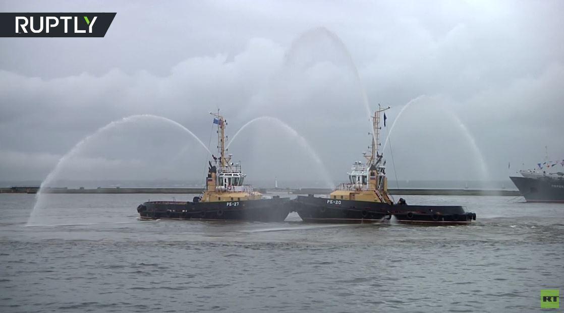 رقصة فالس بأداء سفن روسية قاطرة
