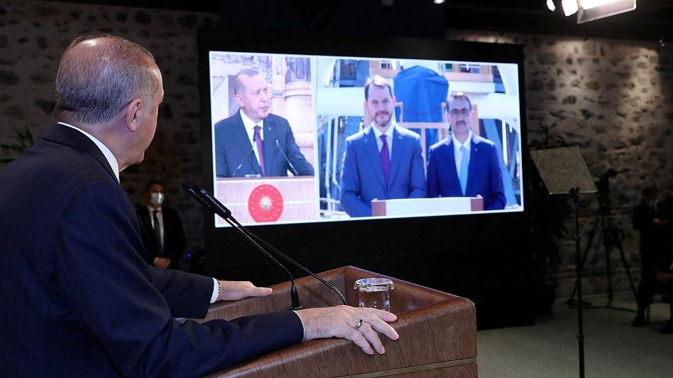 داود أوغلو: أردوغان وظف شركة علاقات عامة لتلميع صورة صهره!