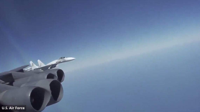 الدفاع الأمريكية تنشر فيديولـ اعتراض مقاتلات روسية القاذفة الأمريكية ب-52 فوق البحر الأسود
