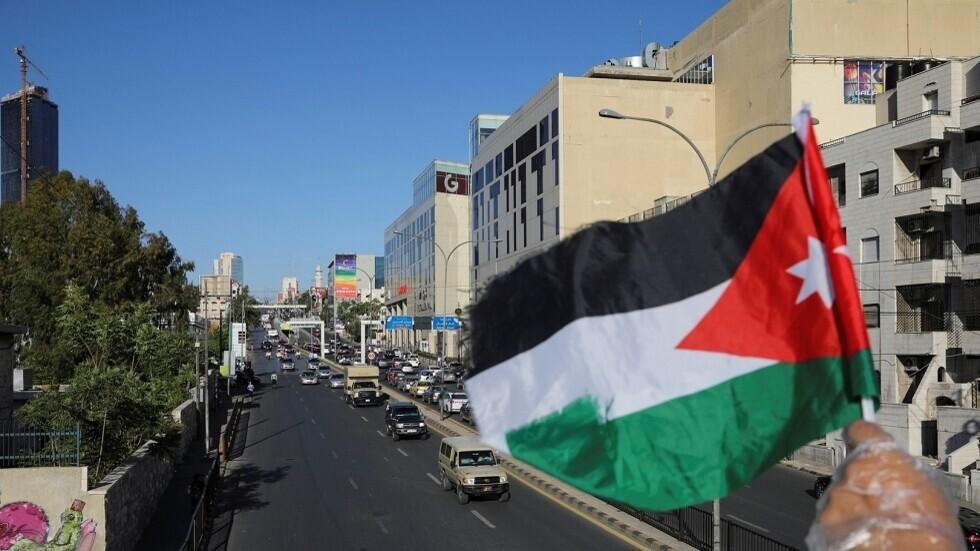 عزل 10 بنايات وفندق في عمان بعد اكتشاف إصابات بكورونا فيها