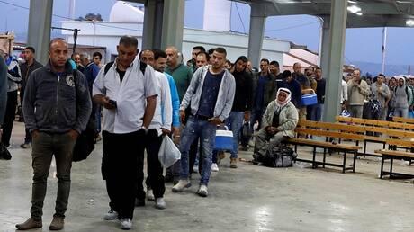 """إسرائيل.. تقرير حكومي يكشف عيوبا إدارية """"خطيرة"""" ويعطي توصية بشأن تشغيل العمال الفلسطينيين"""