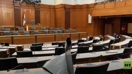 دمار داخل البرلمان اللبناني بعد انفجار مرفأ بيروت