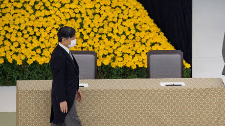 """إمبراطور اليابانيعرب عن """"ندمه الشديد""""في الذكرى 75 لاستسلام بلاده"""