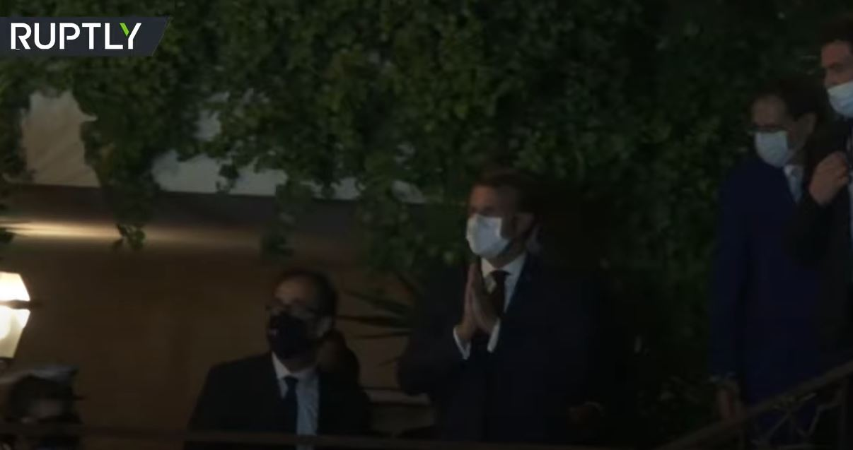 شاهد.. ماكرون يخاطب محتجين أمام منزل فيروز