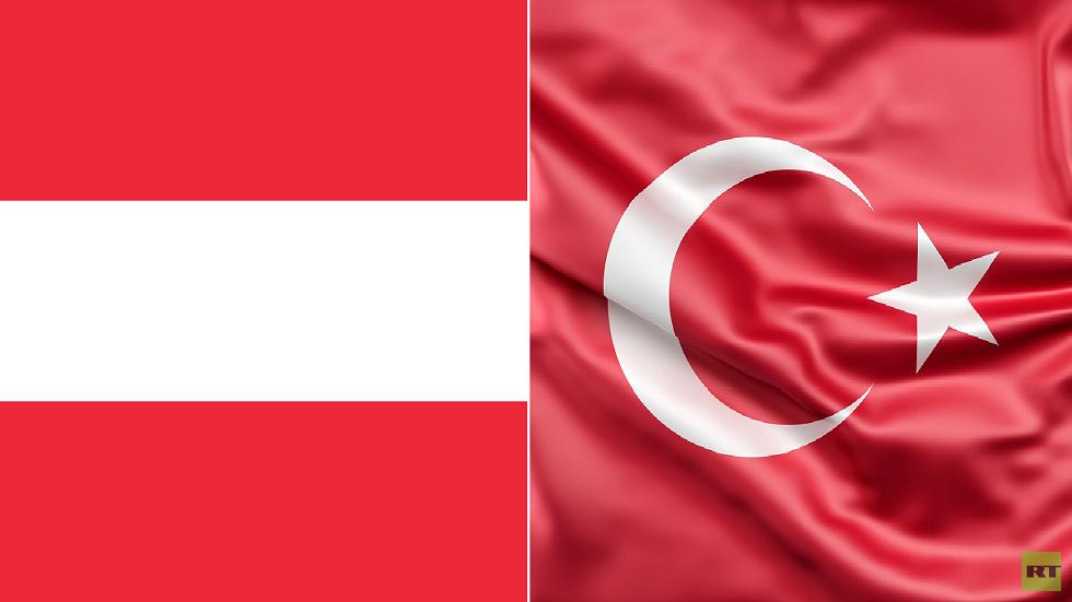 العلمان التركي والنمساوي