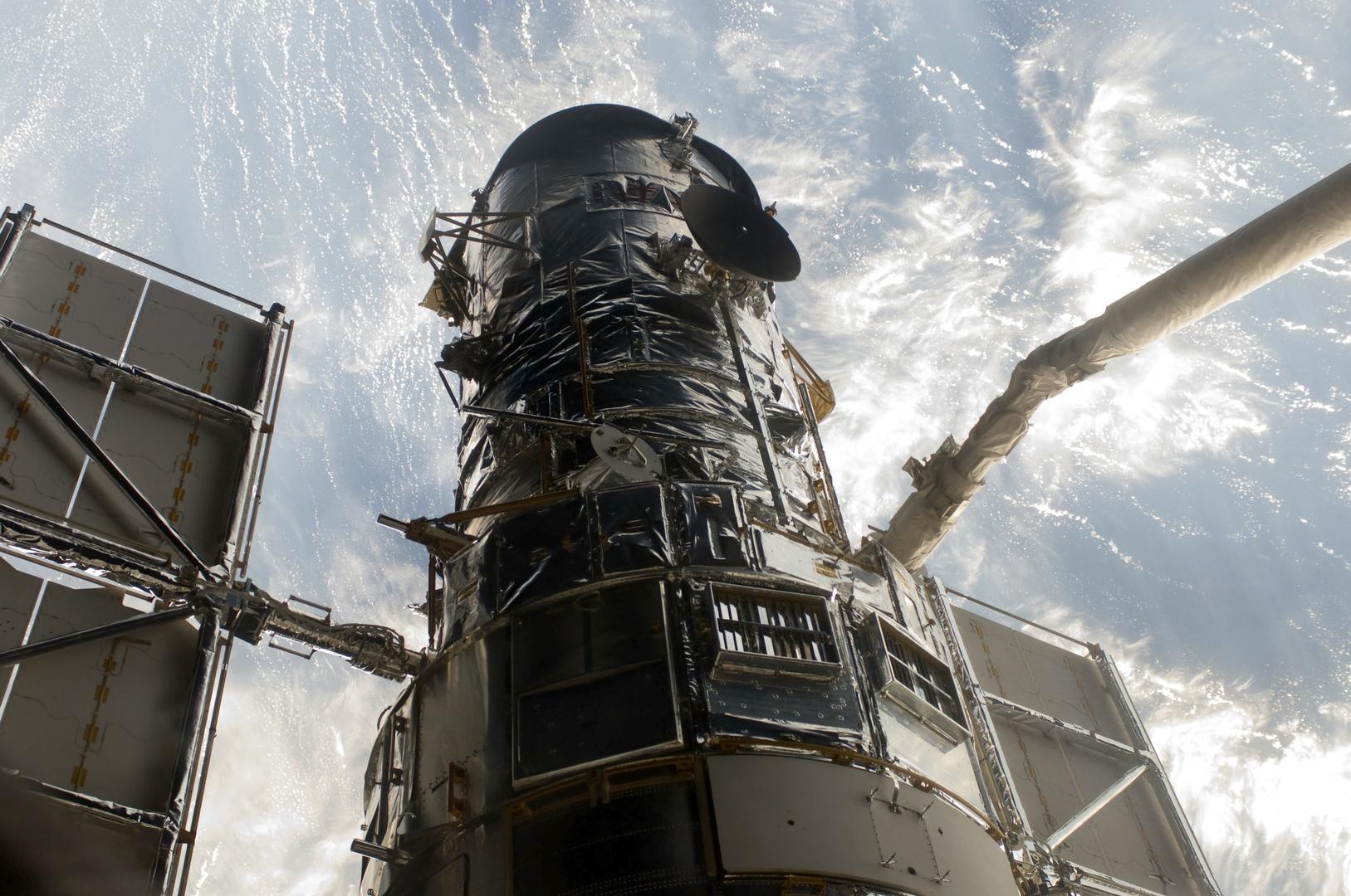 تلسكوب هابل الفضائي