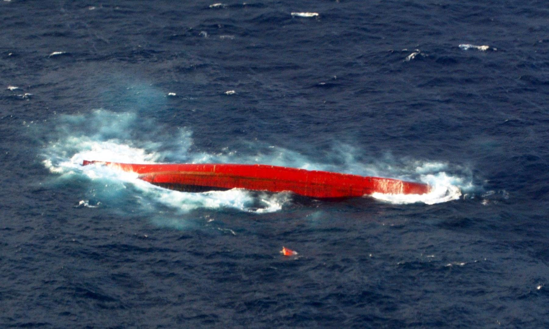 غرق سفينة شحن قبالة اليابان على متنها 43 شخصا و6000 بقرة