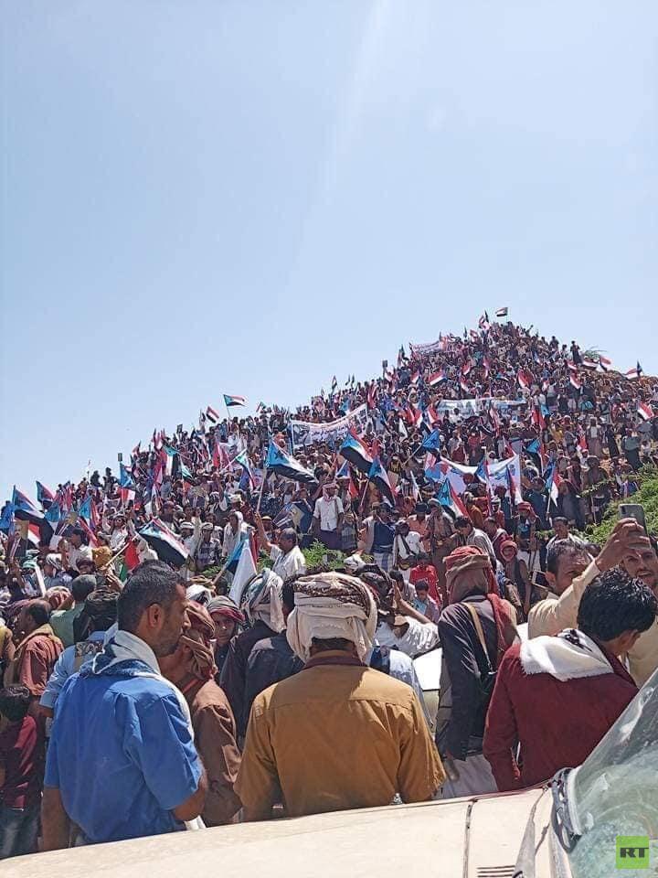 آلاف اليمنيين يخرجون بمسيرات في شبوة تأييدا للمجلس الانتقالي الجنوبي (صور)