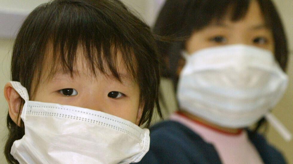علماء يحددون أعراضا جديدة لفيروس كورونا لدى الأطفال تزامنا مع العام الدراسي