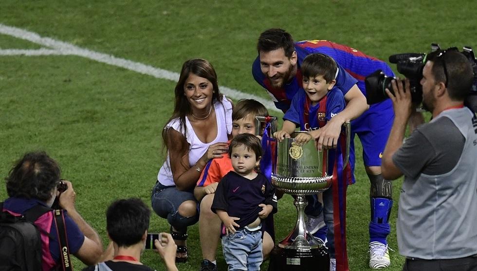 ميسي: زوجتي وأولادي أجهشوا بالبكاء عندما أبلغتهم رغبتي بمغادرة برشلونة