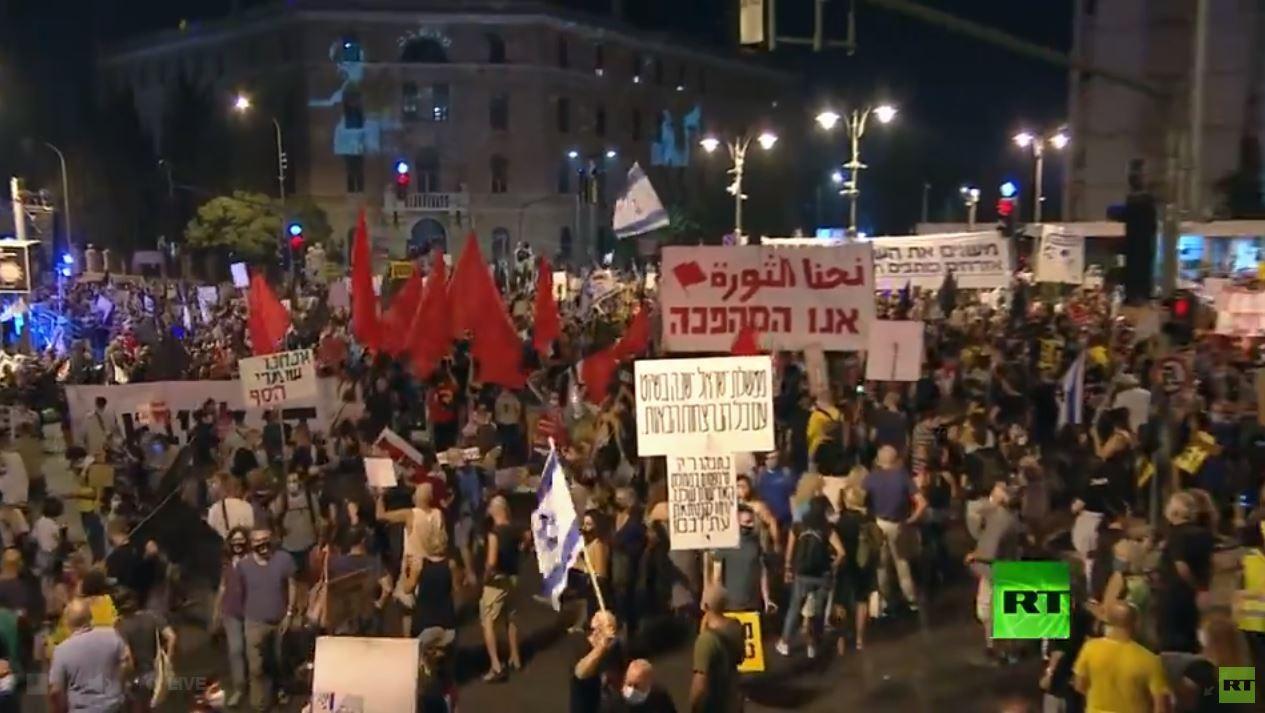 مباشر.. تظاهرات أمام منزل نتنياهو لمطالبته بالاستقالة
