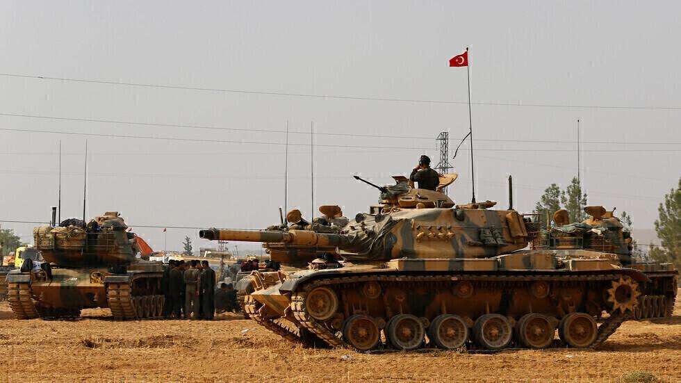 دبابات للجيش التركي على الحدود مع سوريا (أرشيف).