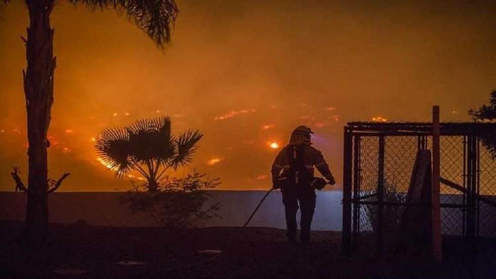 حرائق الغابات بكاليفورنيا تجبر السلطات على إجلاء المئات