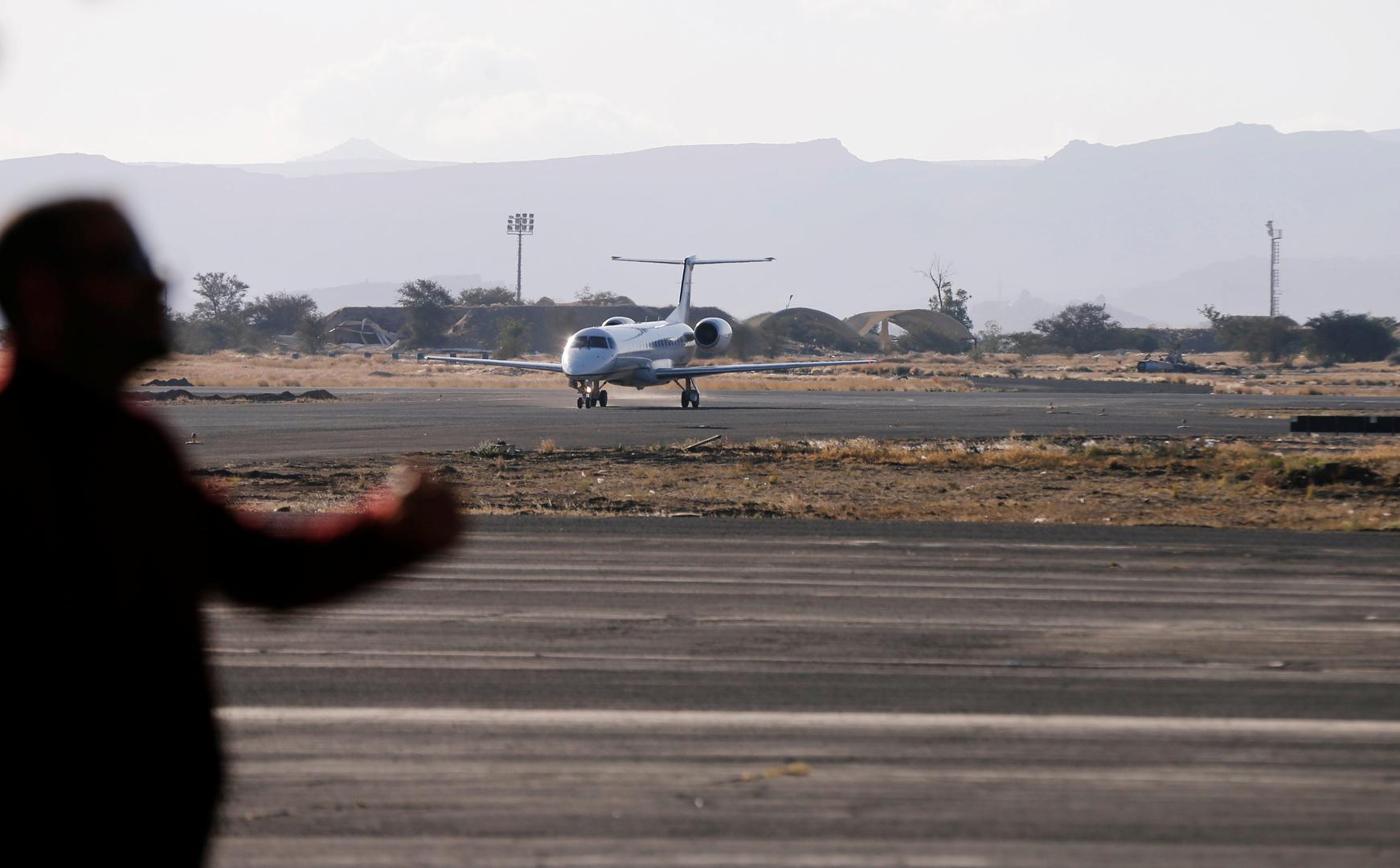 طائرة أممية محملة بمساعدات إنسانية في مطار صنعاء الدولي.