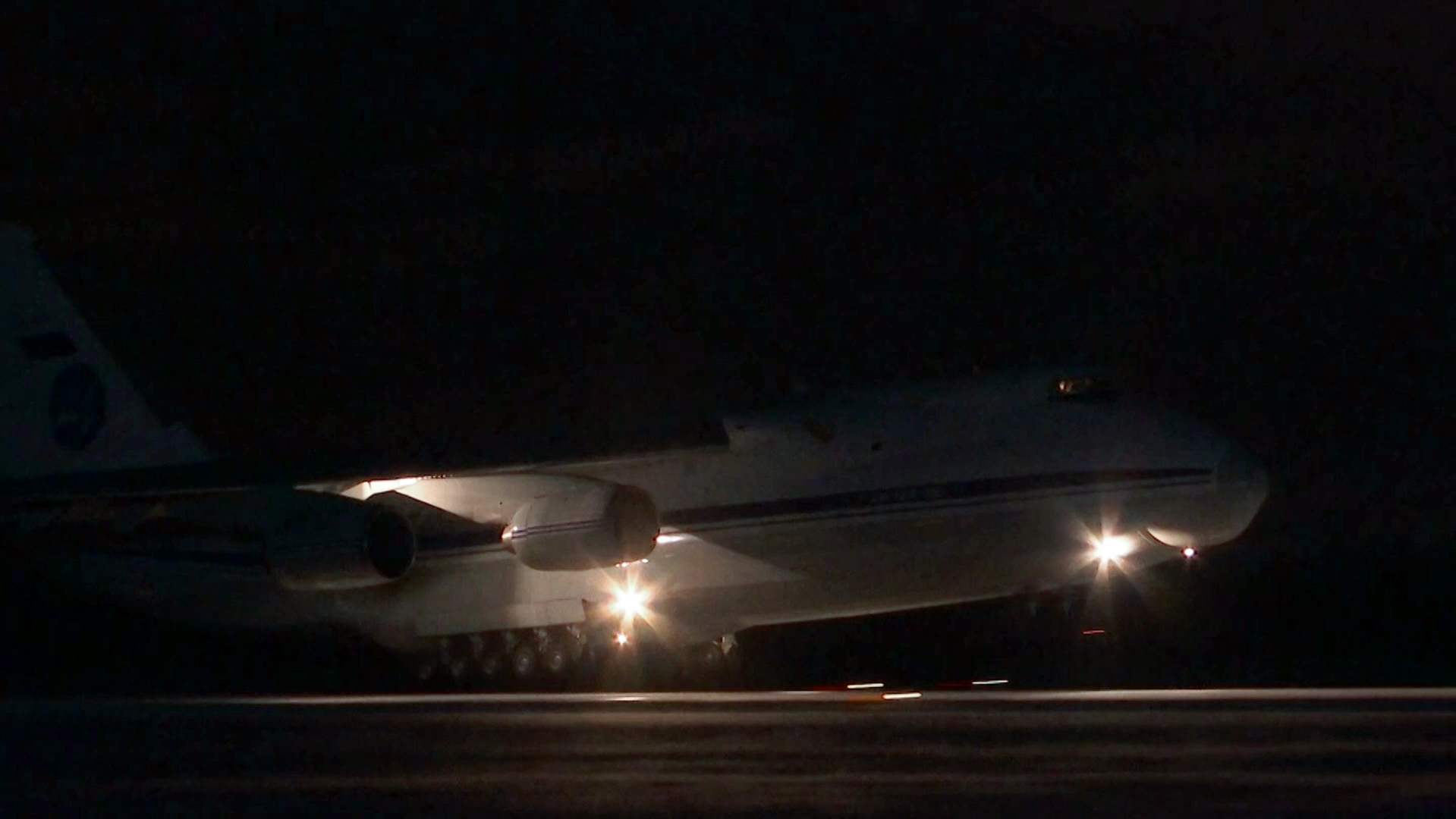 طائرة تقل 15 طفلا روسيا تعود إلى الوطن من سوريا
