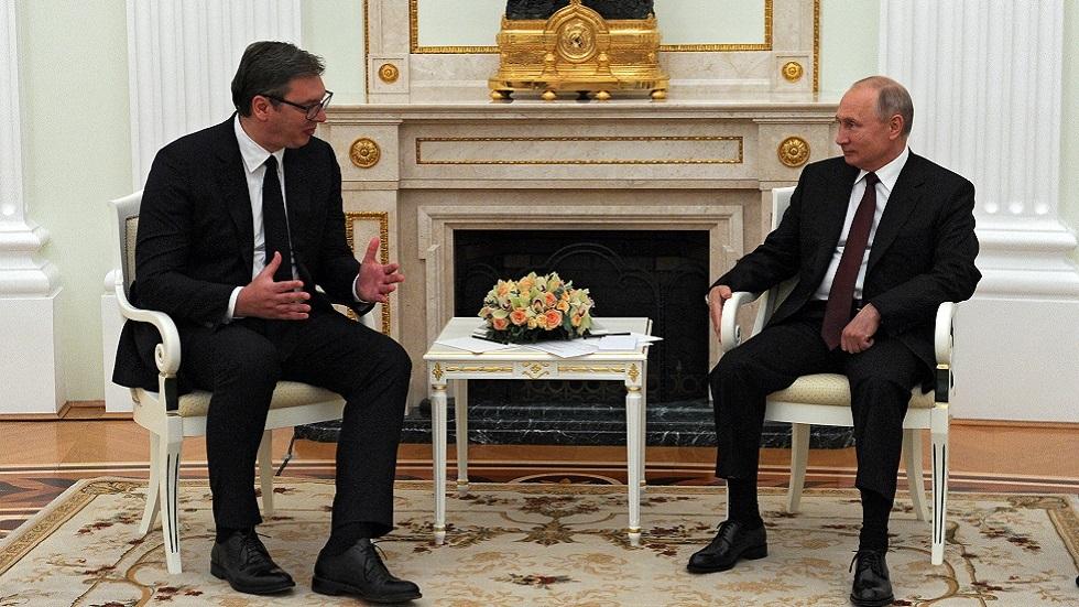 بوتين يبحث مع فوتشيتش التسوية في كوسوفو والرئيس الصربي يؤكد له حياد بلاده عسكريا