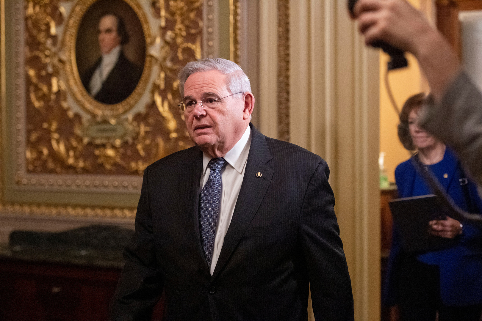 ديمقراطيون يطالبون ترامب بفرض عقوبات على روسيا بسبب