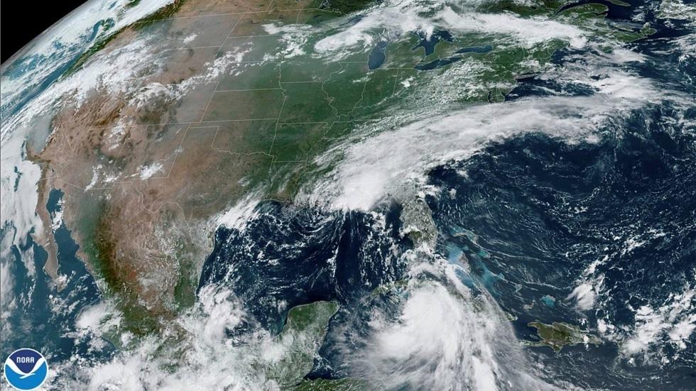المركز الأمريكي للأعاصير: عاصفة
